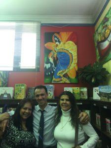 Foto de tres artistas colombianos