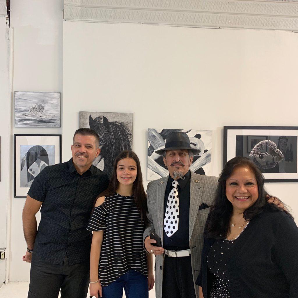 foto Miguel Puga, su hija, Amado Mora y yo