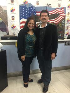 Foto de Elizabeth Arias Ojeda con Saúl López