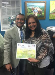 Foto con el certificado