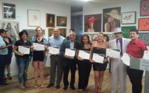 Foto del grupo con sus respectivos reconocimientos